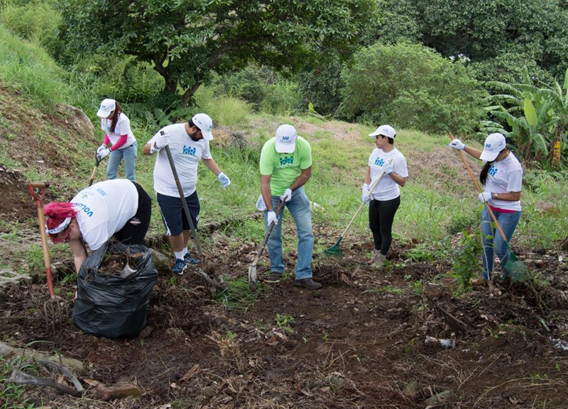 MCM employee volunteers Costa Rica